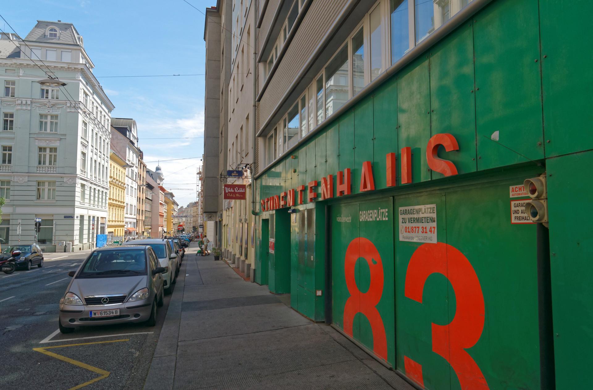 Studentenhaus Neustiftgasse 83 Straßeneingang