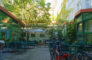 Studentenhaus-AAI-Innenhof-1